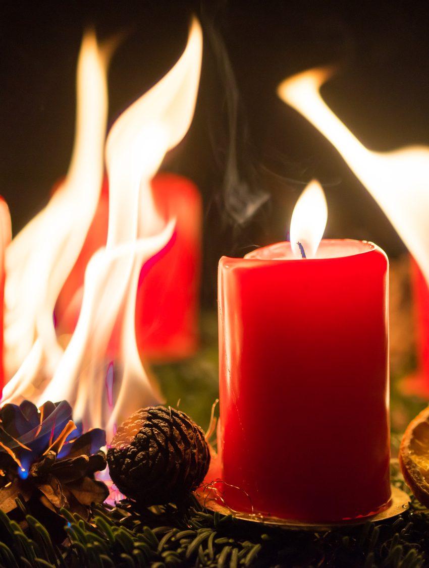Brennender Adventskranz! Hier wurde der Brandschutz in der Adventszeit vergessen.